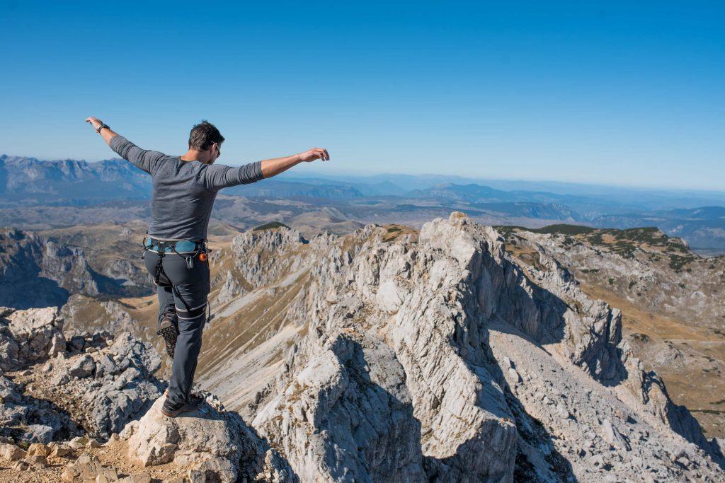 putovati solo - pogled sa vrha